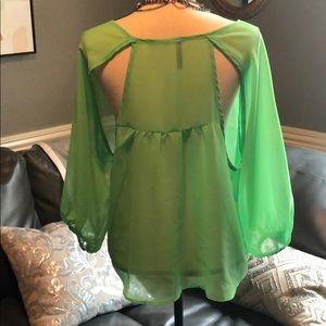 Tops - Adorable Green Sheet Top 💚